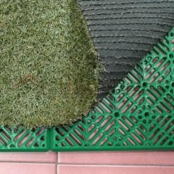 Loseta antihumedad ventilada polipropileno color verde para colocar debajo de césped artificial.