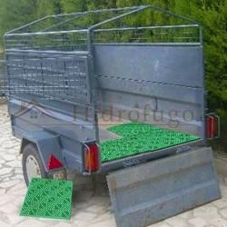 Loseta antihumedad ventilada polipropileno verde para transportar mercancía y animales en remolques y maleteros.