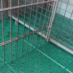 Loseta antihumedad ventilada polipropileno verde para suelos de trasteros con humedad.