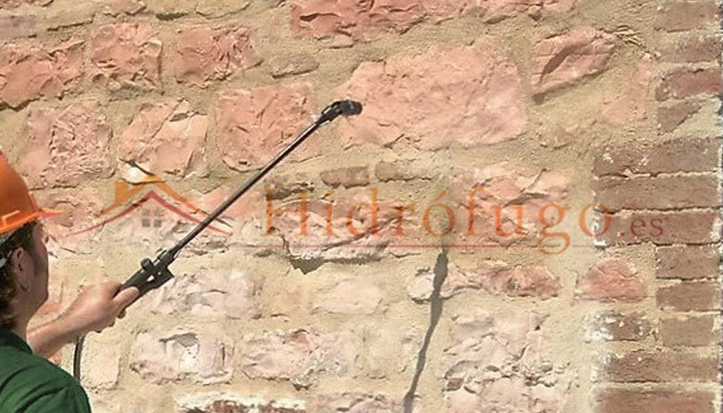 Aplicar Hidrófugo Consolidante Idroless en pared de piedra